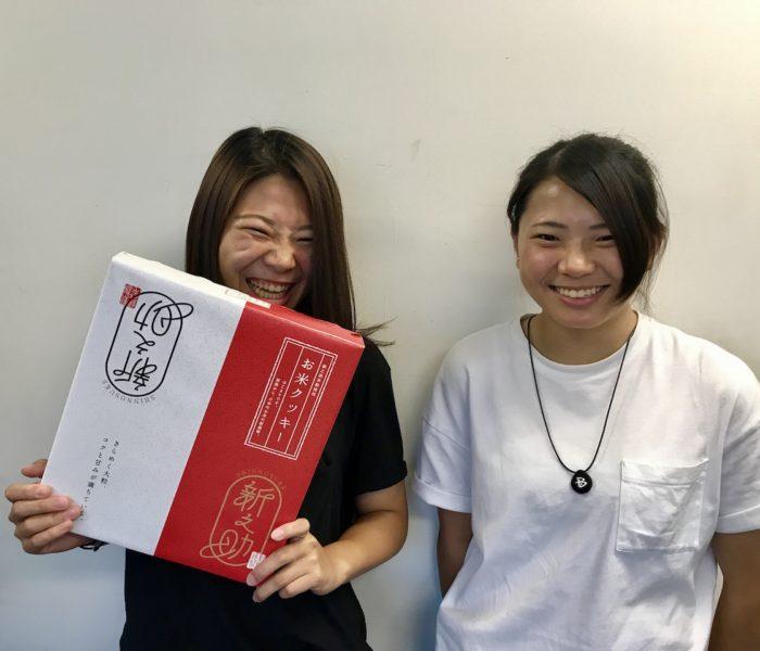 オリンピックイヤーのシーズン報告に冨田せな、るき姉妹が来社。
